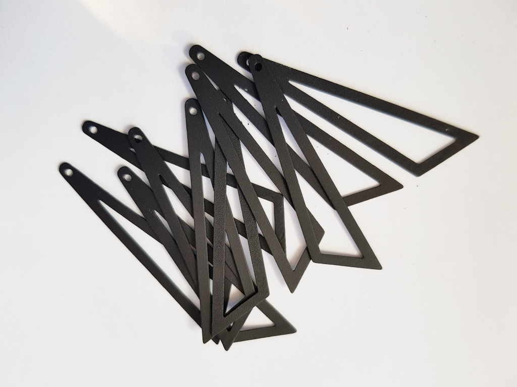 Bedel asymmertrische driehoek 45x38x13mm mat zwart