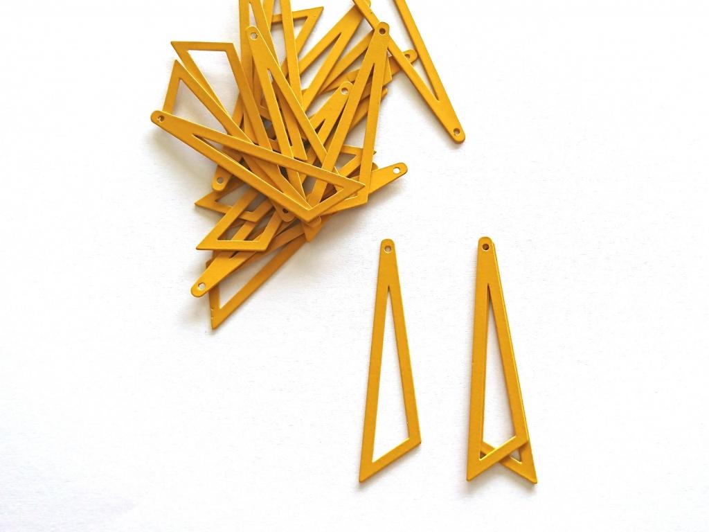 Letali assymetrische driehoek 45x38x13mm oker geel