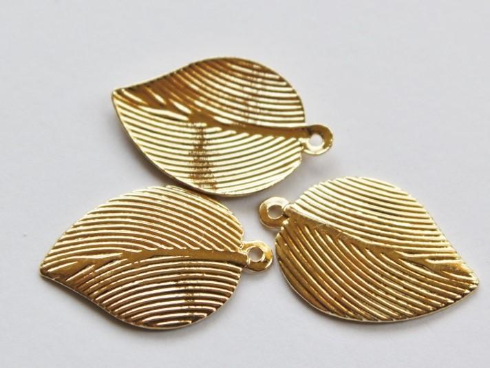 Letali bedel gestreept blaadje 15x24mm goud