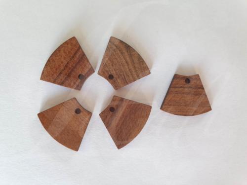 Letali bedel hout afgerond trapezium_18x22x2.5mm